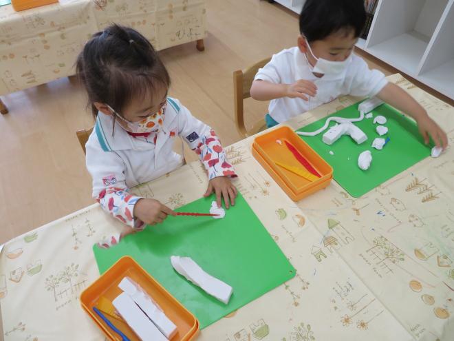 2歳児ひよこ組 はじめての粘土遊び
