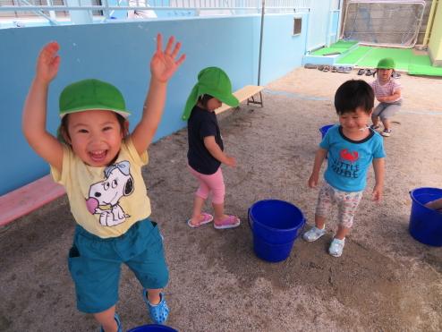 2歳児ひよこ組 水遊びがはじまりました!