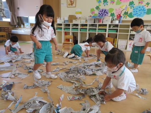 2歳児ひよこ組 「ビリビリビリ~」
