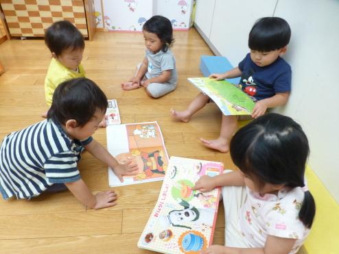 たまごぐみ1歳児~絵本だいすき~